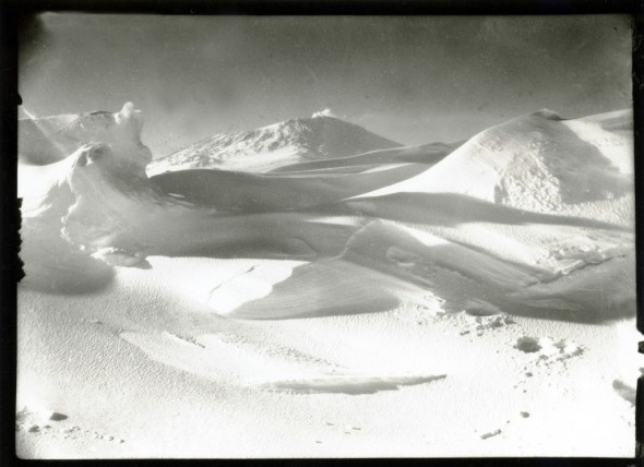 Mount Erebus, from the sea ice, Cape Evans, Oct 1911