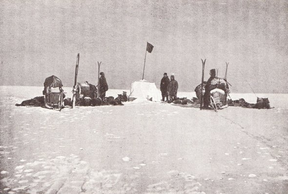 Amundsen's Men and dogs at the 85° South depot, on the way to the pole, 15 November 1911