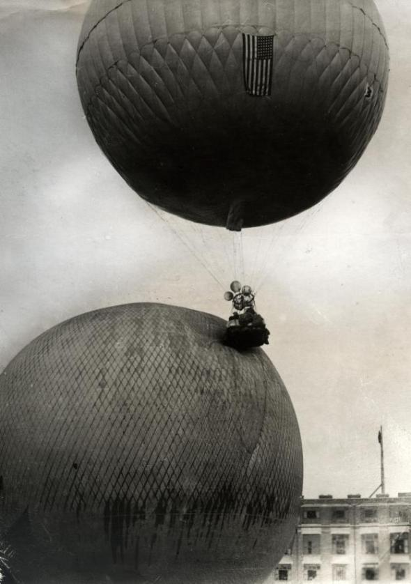 Two balloons collide at the beginning of the 1923 Gordon Bennett Cup balloon race near Brussels.