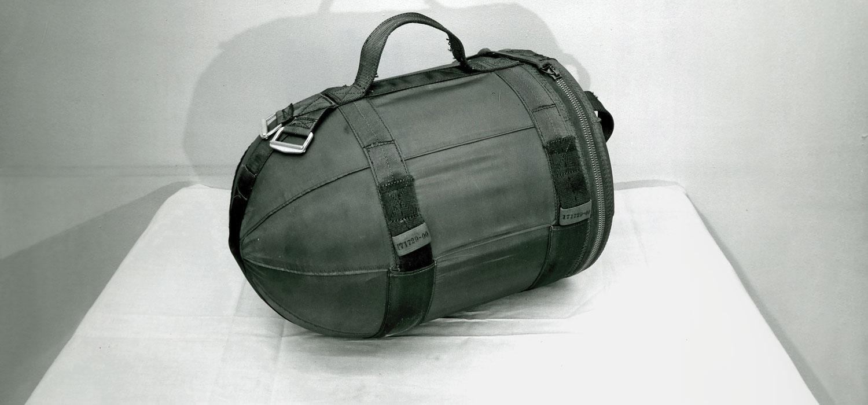 A SADM era equipada com uma mochila H-912 para operações ofensivas.