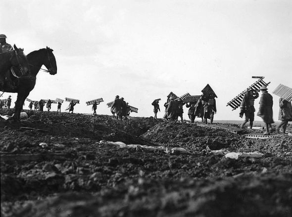 800px-1st_Division_laying_duckboards_over_the_muddy_ground_in_Passchendaele_(AWM_E00837)