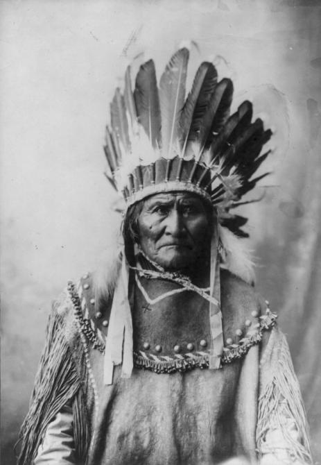 Geronimo-Apache-Warrior-Hero-With-Headress-463x670