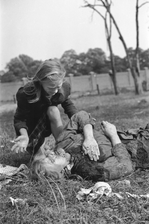 Polish_victim_of_German_Luftwaffe_action_1939
