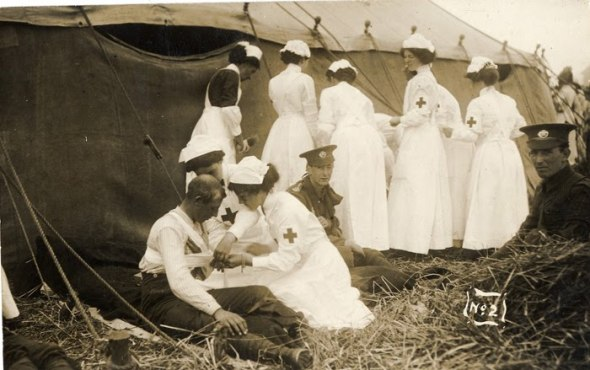 10_ WWI RC nurses with soldiers1