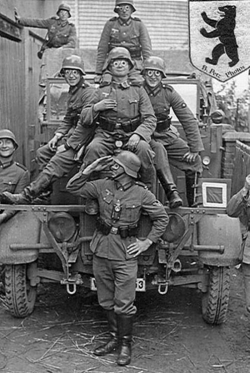 wehrmacht_german_soldiers_fave_fun_during_the_wwII_12