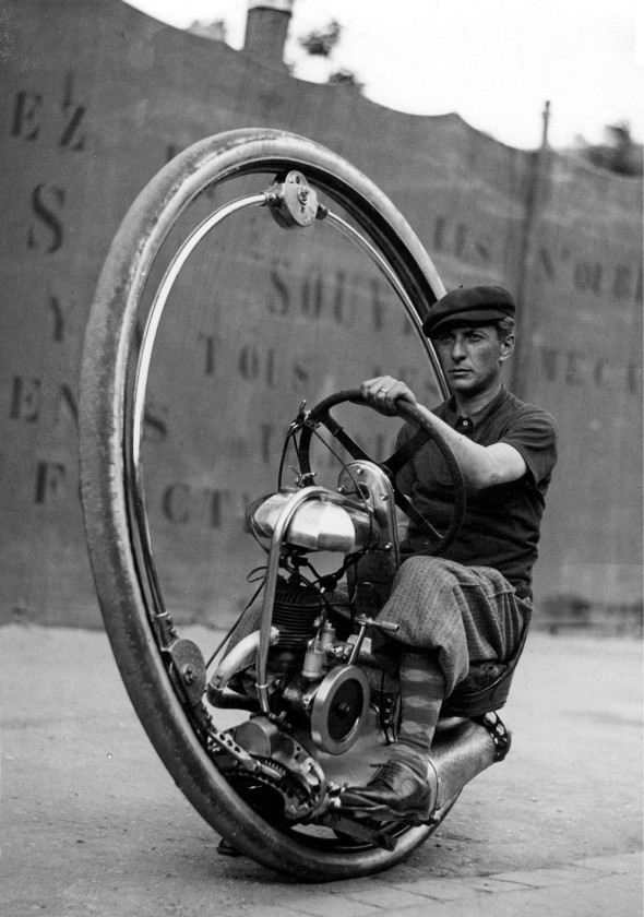 Later version with geared steering, shroud and other changes. In 1927 it was 5,000 lire. A 1927 Moto Guzzi Sport 500 had a list price of 8,750 lire for comparison.
