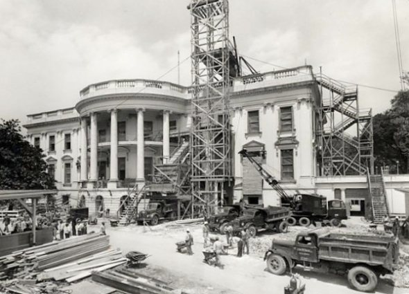 C__Data_Users_DefApps_AppData_INTERNETEXPLORER_Temp_Saved Images_white-house-construction-1950(1)